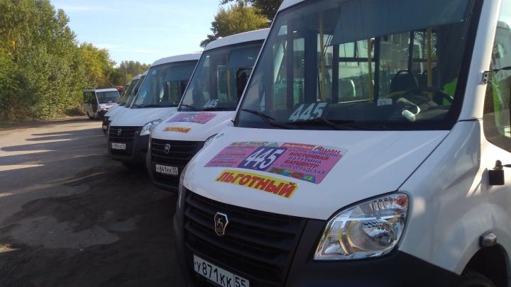 Омский перевозчик купил 10 новых маршруток. Теперь ему не хватает водителей