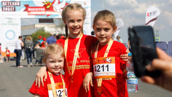 «Детский километр» в лицах: ищите себя и своих детей на фото участников Волгоградского марафона