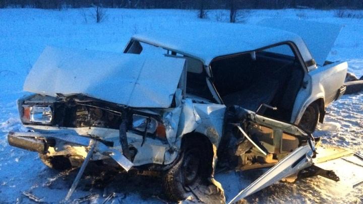 Машины сплющило: в Самарской области в ДТП погиб 63-летний водитель «Жигулей»