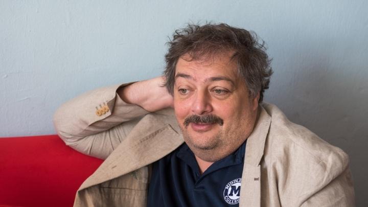 Писатель и журналист Дмитрий Быков впал в кому после перелёта из Екатеринбурга в Уфу
