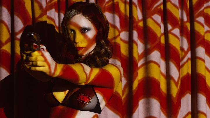 Неприкрытый секс: солистка екатеринбургской группы «Обе две» разделась для нового клипа