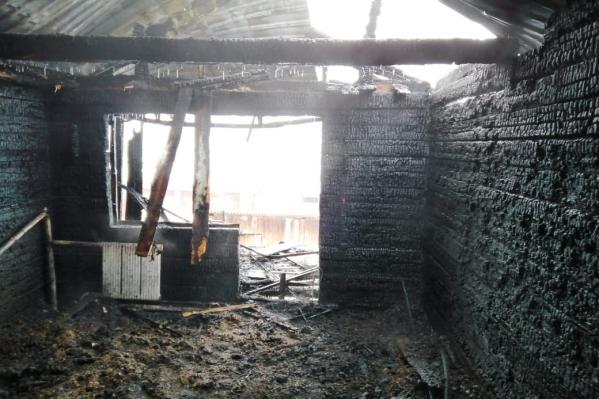 Пожар начался около 8 часов утра