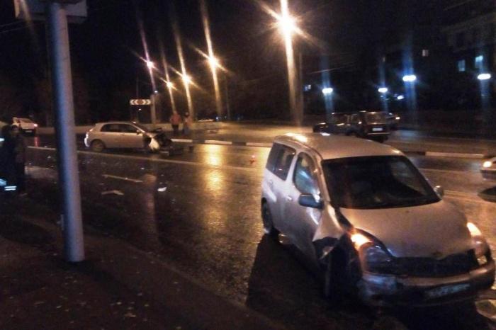 Авария случилась на Мочищенском шоссе недалеко от Ереванской