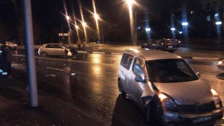 Подробности аварии на Мочищенском шоссе: один из водителей попал в больницу с переломом