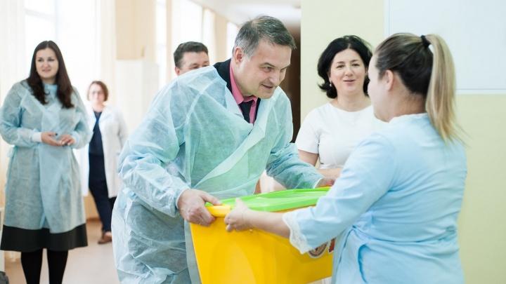 Уральским мамам начали раздавать«коробки для младенцев» от Куйвашева