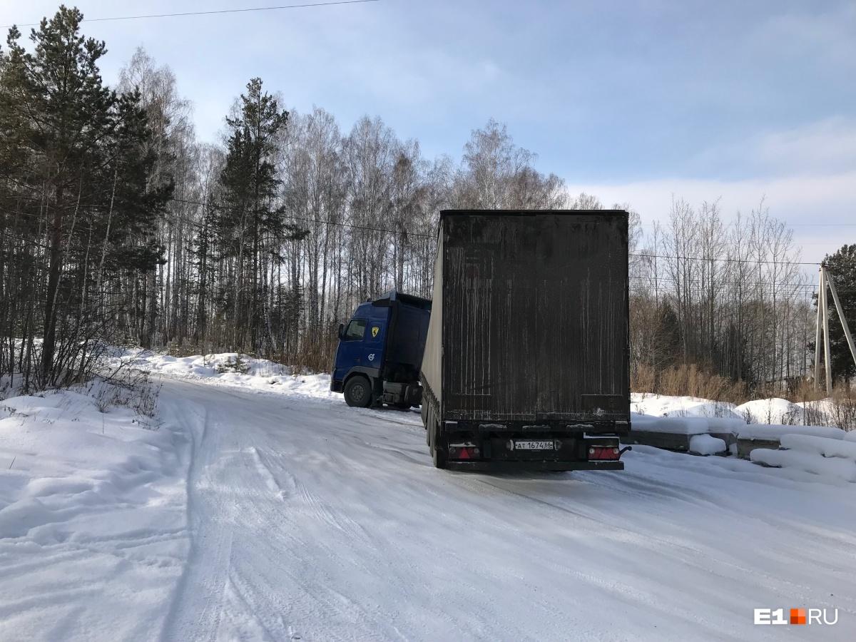 Очередной застрявший грузовик
