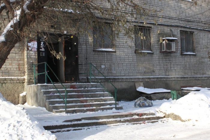Подъезд дома на улице Забалуева, 21, где случилась трагедия
