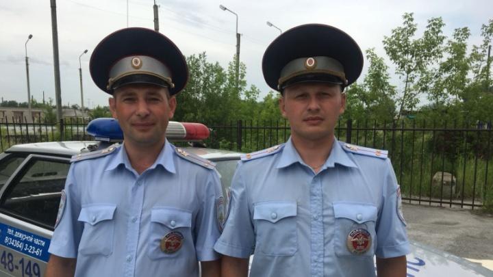 Свердловские полицейские спасли малышку, у которой шла пена изо рта