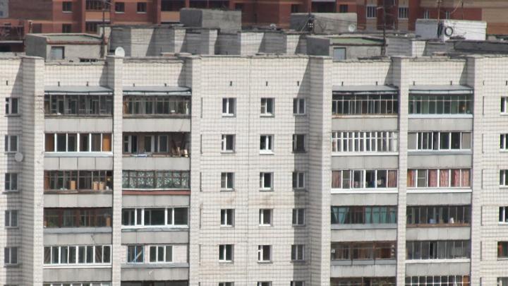 Управляющие компании заставляют красноярцев сносить остекление на балконах