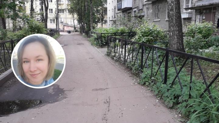 «Вам нравится жить на кладбище?»: колонка журналиста 76.RU о чудовищных заборах во дворах