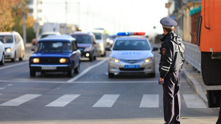 Пьяный мужчина угнал автомобиль у своего знакомого и катался на нем по городу