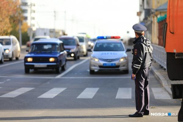 Машину заметили сотрудники ДПС — водитель странно себя вел