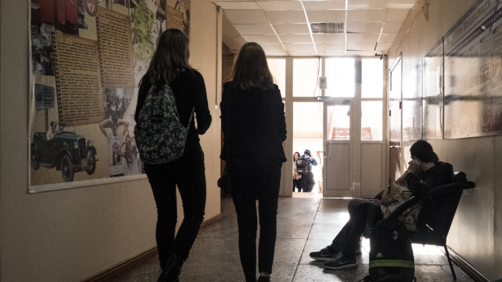 В школах Новосибирска стали проводить родительские собрания на тему суицидов, а детей тестировать на снюс