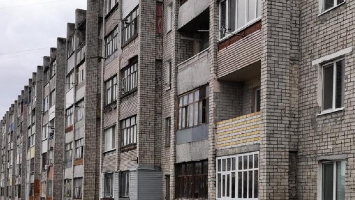 «Нива» въехала в дом на Ставропольской, ее водитель скончался
