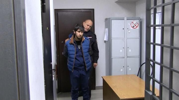 В Екатеринбурге задержали мигранта, который грабил женщин исломал челюсть 16-летней девочке