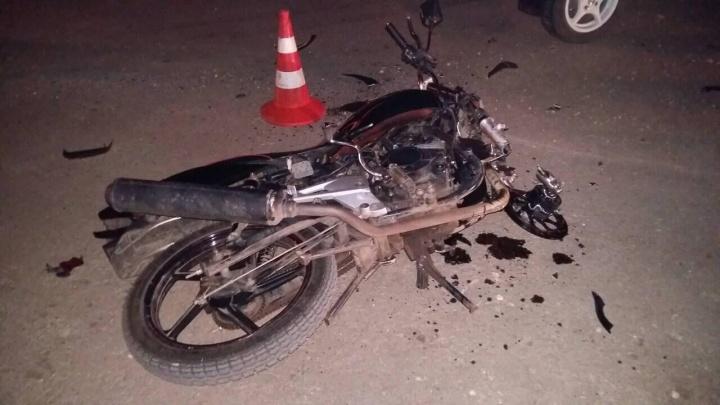 Под Самарой молодая автомобилистка на «Калине» сбила мотоцикл с подростками