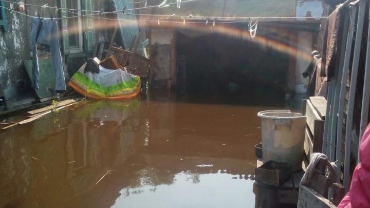 Что происходит в залитом дождем Минусинске: из 60 домов вода покинула треть