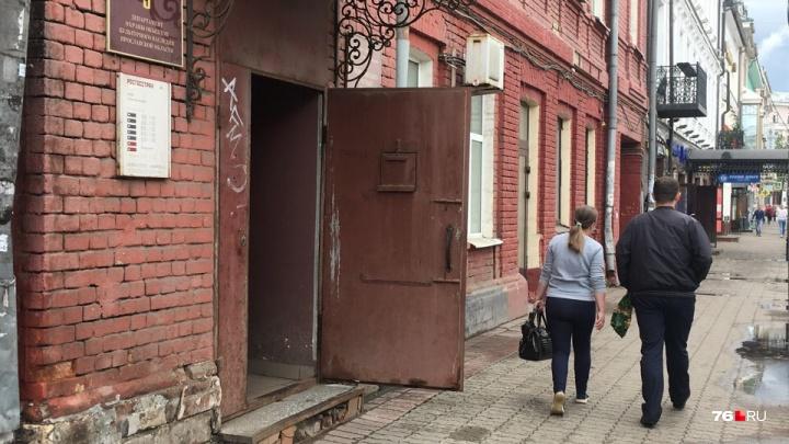 Напал сзади и заставил вырубить сигнализацию: подробности дерзкого ограбления банка в Ярославле