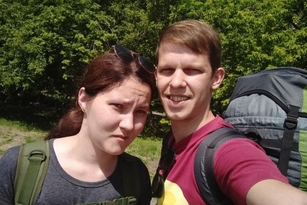 Анжела Белякова (на фото слева) пережила серьёзную операцию и сейчас находится в крайне тяжёлом состоянии