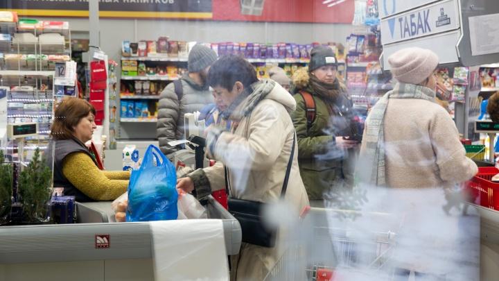 Выносили пачками: в Ярославле поставщик и работник склада крали из гипермаркетов еду
