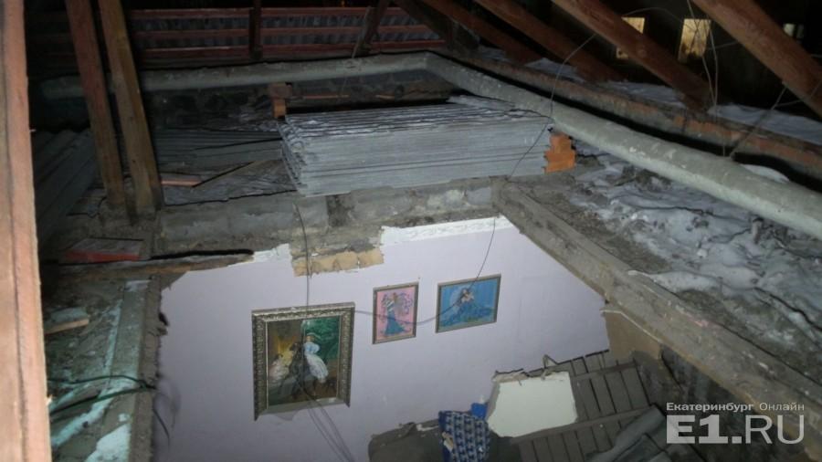 Перед началом ремонта специалисты, обследовавшие кровлю дома, предупреждали, что древесина прогнила