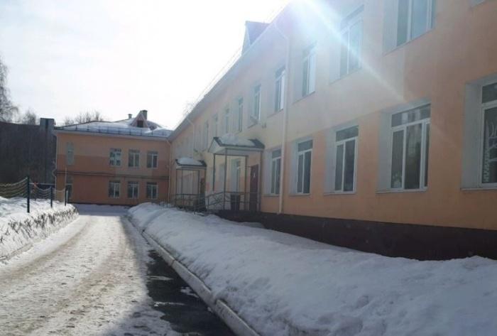 Снег и кусок крыши упали на ребенка в детском саду