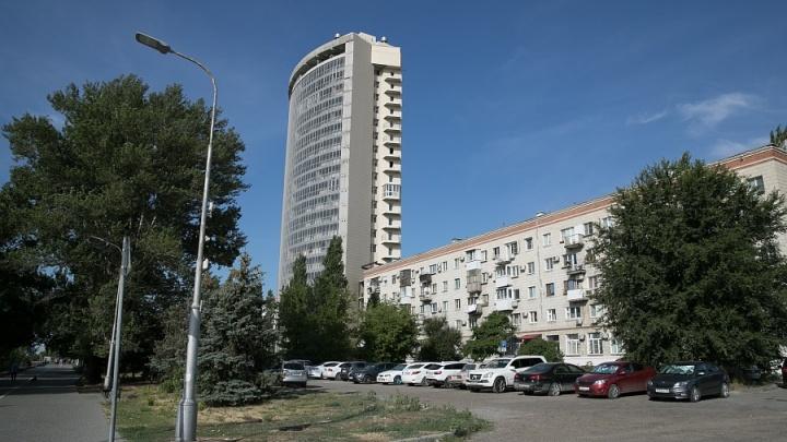 Пенсионер судится с губернатором за «уфсиновский» недострой в центре Волгограда