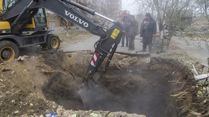 «Работают две бригады»: волгоградские коммунальщики вернули отопление в десять домов и в детский сад