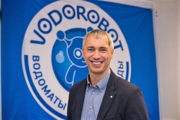 Директор сети VODOROBOT Павел Русинов рассказал, как устроены водоматы и где найти питьевую воду по 3 рубля за литр