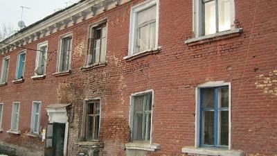 300 жильцов аварийного дома опасаются за свою жизнь: следователи проводят проверку