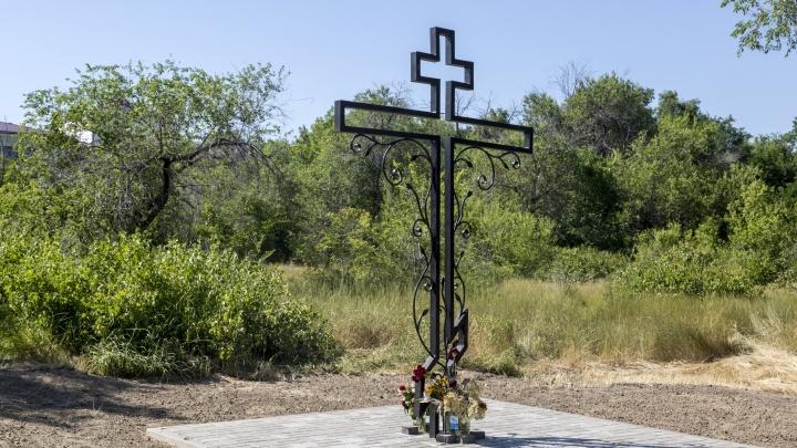 В Волгограде на месте братской могилы защитников Сталинграда поставили крест