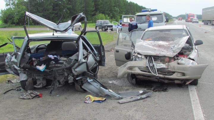 В жутком ДТП на трассе Екатеринбург — Тюмень пострадали пять человек, в том числе двое детей