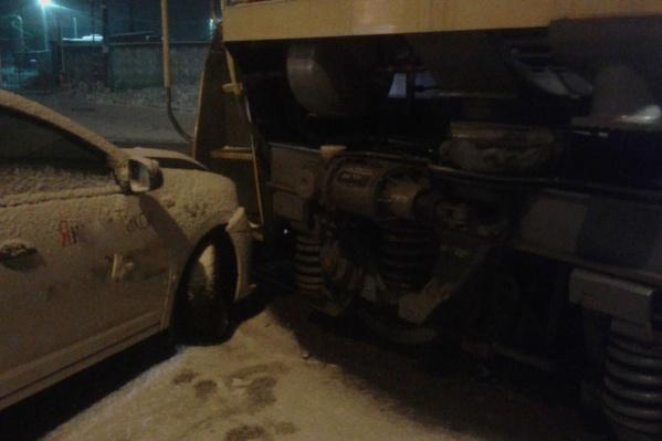 За рулем такси находился 54-летний водитель. Он двигался на красный сигнал светофора