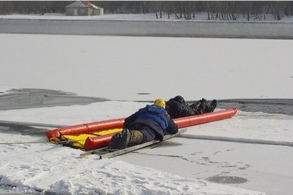 Спасатели просят не выходить на лед — это опасно