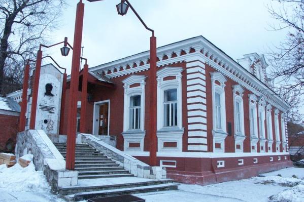 Музей располагается в памятнике архитектуры XIX века — доме, построенном на средства казны. В 1888–1893 годы Николай Гаврилович проживал в нем с семьей