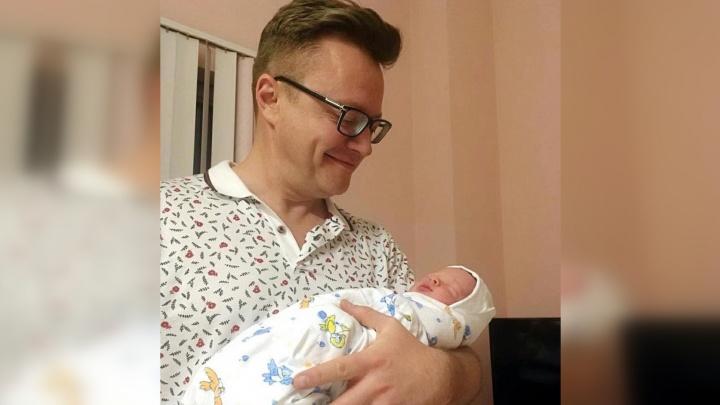 «Пора поздравлять!»: у самарского баяниста Сергея Войтенко родился сын
