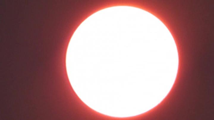 Новосибирец снял очень красное солнце с 60-кратным увеличением