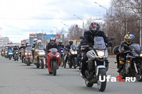 Участники мотопробега проехали по главным улицам города