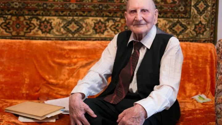 Ветерану из Екатеринбурга, который написал книгу по любовным письмам с фронта, исполнилось 103 года
