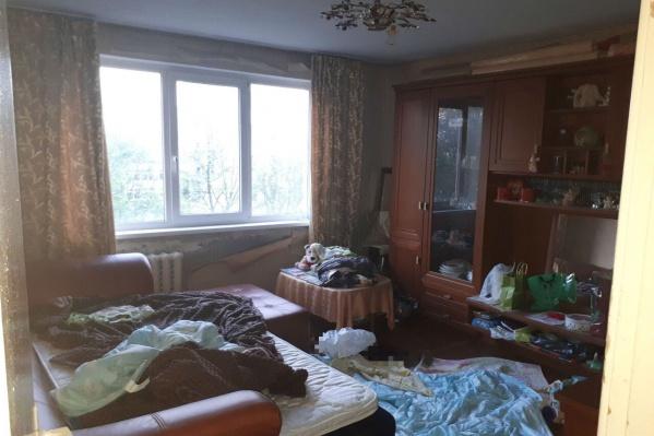 В этой комнате лежало тело ребенка, маму нашли на кухне