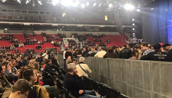 Организаторы концерта Scorpions в Екатеринбурге объяснили, почему из VIP-партера не увидели звезд