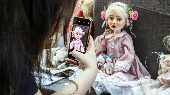 Мать драконов и огненно-рыжая ведьма. В Нижнем Новгороде открылась выставка кукол