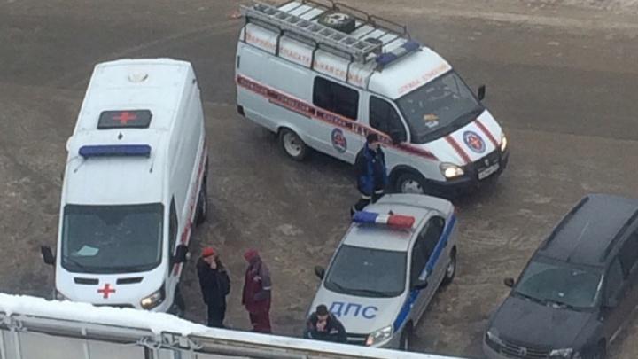 Приехали полиция, скорая и спасатели: в Перми в отделении банка нашли подозрительный пакет