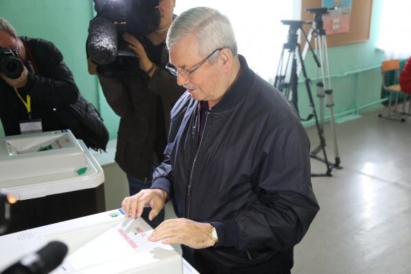 Председатель Заксобрания Владимир Мякуш полдня оставался без связи