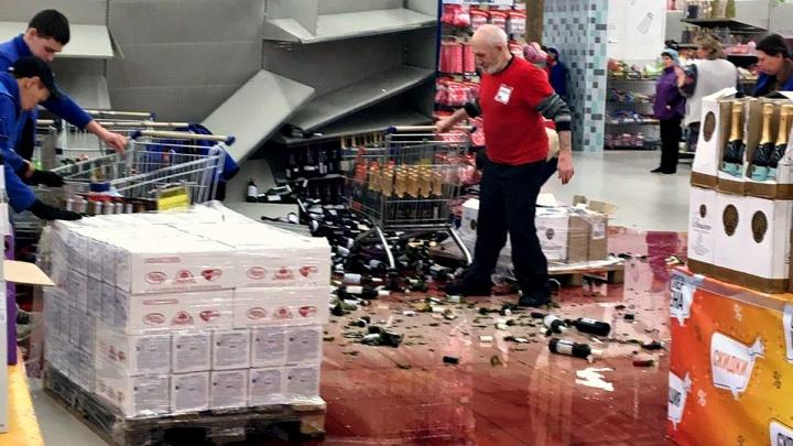 В гипермаркете «Гигант» рухнули полки с бутылками вина