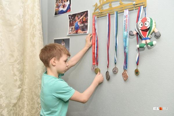 Первоклассник Андрей сумел отжаться пять тысяч раз