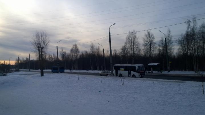 На Ленинградском проспекте пьяный лихач врезался в два автобуса