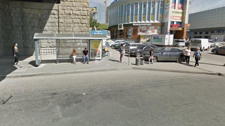В Новосибирске из-за бесхозного пакета перекрыли остановку «Речной вокзал»