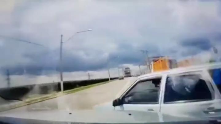 Видеорегистраторы записали смертельную аварию на волжской плотине