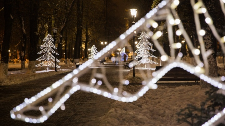 «70% новогоднего оформления ветхое»: чиновники попросили ярославцев не ломать праздничные украшения